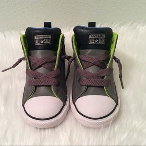 Converse toddler 9 boys leather high top sneakers.